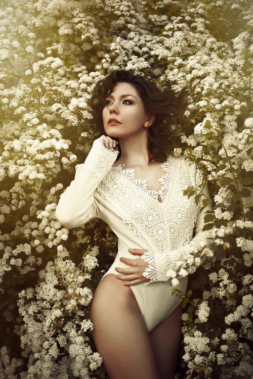 mary-grace-dela-pena-spring-flowers-blossoms-nature-fairytale-fantasy-fairytales-magic-magical-fantastical-fae-faerie-ethereal-white-flora-floral-delicate-portrait-fashion-ediorial-denmark-brunette.jpg